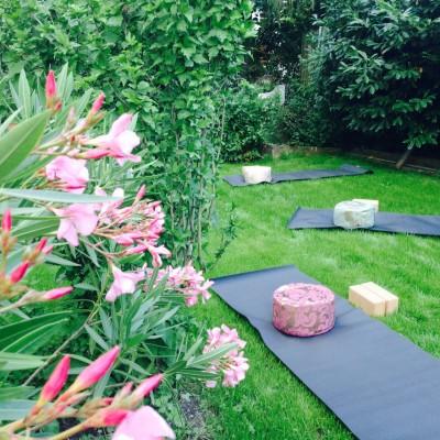 Yoga-Sein im Garten, Sommeryoga